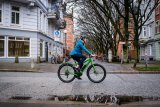 """Von Velotraum, dem Spezialisten für individuell konfigurierbare Fahrräder, kommt ein Reiserad mit Mittelmotor und elektronischer Schaltung, das """"Speedster SP2E"""". Räder und Bremsen stammen aus dem Mountainbike-Bereich."""