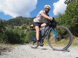 Gravel-Bikes sind wie ihr Name bereits verraten lässt für Schotterstraßen konzipiert. Breiten Reifen sei Dank.