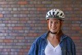 Richtig angepasst drückt ein Fahrradhelm nirgends, und bei plötzlichen Bewegungen des Kopfes wackelt er auch nicht hin und her.