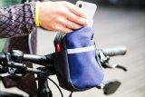 """Sehr praktisch, so ein Täschchen für Biker, das sich am Rad befestigen lässt und ansonsten am Gürtel getragen oder einfach umgehängt wird: der """"Komplize"""" von Fahrer Berlin."""