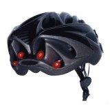 Ein Helmrücklicht ist eine gute Möglichkeit für Radfahrer, mehr Sicherheit in der Dunkelheit zu erreichen.
