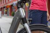 """Sehr aufgeräumte Frontpartie des """"Mavaro Neo 1"""" von Cannondale - ein Citybike mit 625-Wattstunden-Akku, Gates-Riemen und stufenloser Schaltung."""
