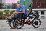 Diverse Um- und Anbaumöglichkeiten machen das Liegedreirad zum idealen Mobilisierer für Menschen mit Handicap.