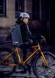 """Für Pendler, die ihr Alltagsgepäck lieber auf dem Rücken mit sich führen als in einer Packtasche, hat Hersteller Ortlieb das """"Commuter Daypack"""" entwickelt. Dieser unterstützt die Sichtbarkeit durch die Verarbeitung von reflektierendem Material."""
