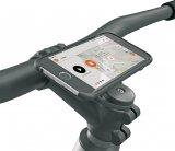 Wer mit dem Smartphone navigiert, per App mit seiner E-Bike-Steuerung kommuniziert oder darüber den Reifendruck abliest benötigt eine gut zugängliche, stabile Gerätehalterung im Cockpit.