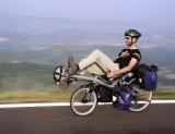 Die unterm Sitz angebrachten Packtaschen sorgen dafür, dass dieser Reiselieger eine gute Schwerpunktlage aufweist.