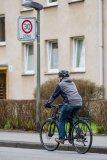 Die generelle Reduzierung der zulässigen Höchstgeschwindigkeit innerörtlich auf 30 km/h wäre ein großer Schritt für die Sicherheit von Radverkehr und Fußgängern. Es bleibt vorerst aber bei extra ausgewiesenen 30-Zonen.