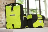 Wer öfter im Dunklen fährt, etwa auf dem täglichen Weg zur Arbeit, dürfte die starke Reflexwirkung dieser Taschenserie zu schätzen wissen.