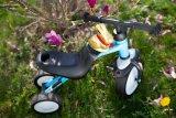 """Damit kann der Nachwuchs den Hasen gleich nach Hause chauffieren: das schmal bauende """"Pukymoto"""" von Hersteller Puky ist kein Rutschfahrzeug mehr, aber auch noch kein Laufrad."""