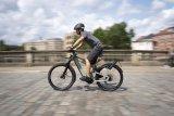 """Kann ziemlich viel, und das ziemlich schnell: Das """"Superdelite GT Rohloff HS mit GX-Option"""" ist das neueste Modell aus der Delite-Serie des Darmstädter Herstellers Riese & Müller. Doppelter, in den Rahmen integrierter Akku, leistungsfähiger Mittelmotor, Federung rundum, Rohloff-Nabe - ein echtes Luxus-Pedelec der schnellen 45 km/h-Klasse."""